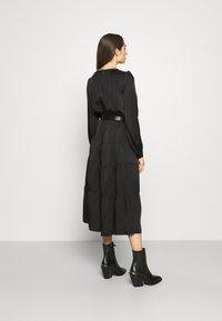 MICHAEL Michael Kors - CHAIN TIERED DRESS - Vestito lungo - black - 2