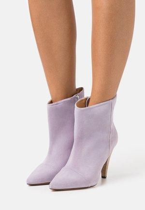 IMANOL - Kotníková obuv na vysokém podpatku - purple