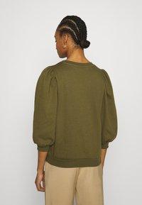 Gestuz - NANKITA - Sweatshirt - dark olive - 2