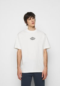 Han Kjøbenhavn - BOXY TEE FRONT - Print T-shirt - off white/black - 0