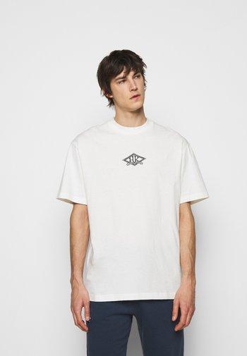 BOXY TEE FRONT - Print T-shirt - off white/black