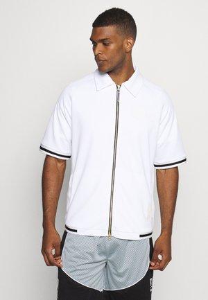 HOOPS SHOOTING - Print T-shirt - white