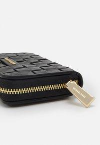 MICHAEL Michael Kors - JET SET CARD CASE - Peněženka - black - 3