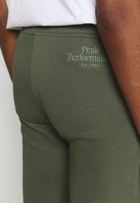 Peak Performance - ORIGINAL PANT - Tracksuit bottoms - thrill green - 4