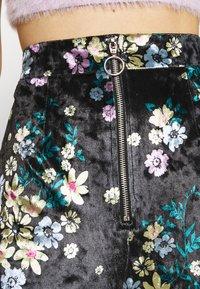 Glamorous - ZIP FRONT FLARE TROUSERS - Bukse - black / velvet - 4