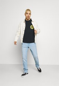 Obey Clothing - PEACE JUSTICE EQUALITY - Pitkähihainen paita - off black - 1