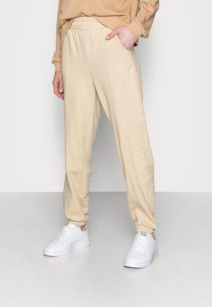 ONLDEA DETAIL PANTS - Pantalones deportivos - warm sand