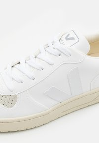 Veja - V-10 - Baskets basses - full white/natural - 5