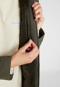 The North Face - INSULATED ARCTIC MOUNTAIN JACKET - Cappotto corto - new taupe green - 5
