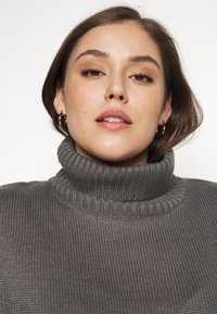 Missguided Plus - ROLL NECK CABLE SLEEVE JUMPER - Jumper - charcoal - 4