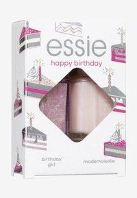 Essie - NAILPOLISH GIFT SET HAPPY BIRTHDAY - Nail set - 514 birthday girl/13 mademosielle - 1