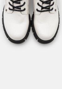 Dockers by Gerli - Platform ankle boots - weiß/schwarz - 5