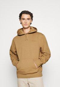 Carhartt WIP - HOODED ASHLAND - Jersey con capucha - dusty brown - 0