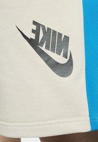 Nike Sportswear - FESTIVAL ALUMNI - Shorts - string/laser blue/black - 5