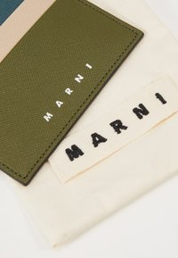 Marni - Visitenkartenetui - olive - 2