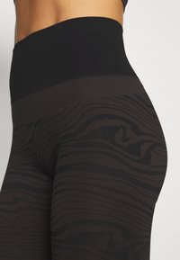Casall - SEAMLESS MELTED - Legging - melted brown - 5