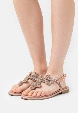 TINA - Sandály s odděleným palcem - rosegold