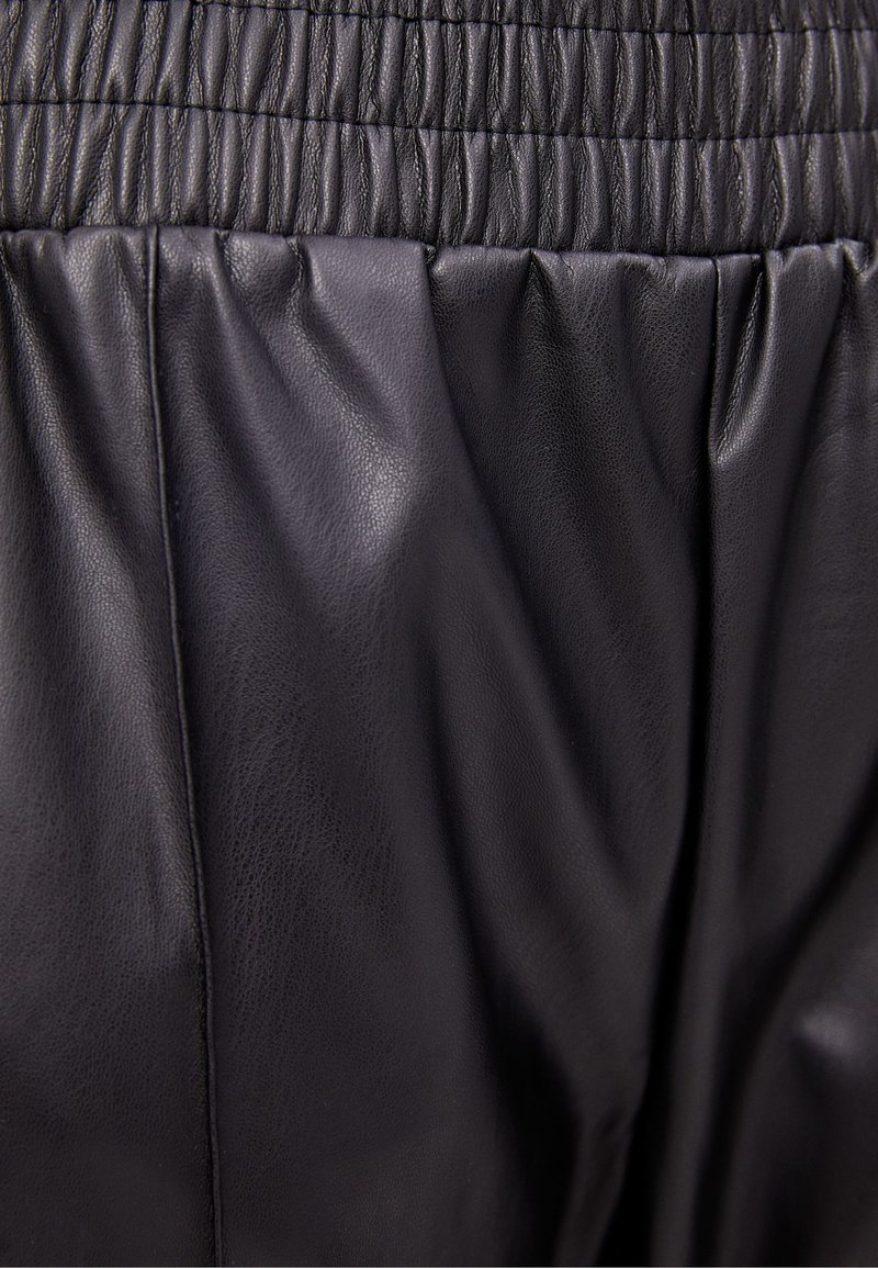 Bershka - Kalhoty - black