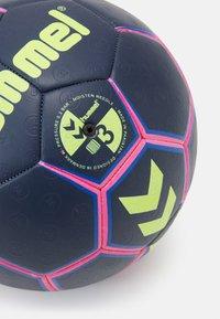 Hummel - HMLACTION ENERGIZER - Piłka do piłki ręcznej - marine/diva pink - 1