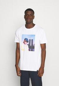 Chi Modu - BIGGIE - Print T-shirt - white - 0