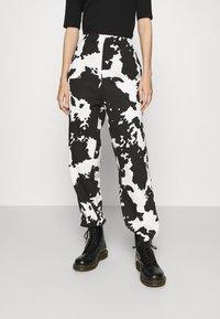 Topshop - COW - Tracksuit bottoms - mono - 0