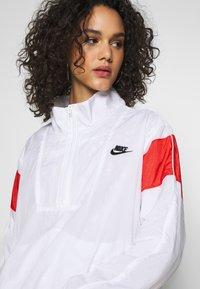 Nike Sportswear - LIGHTWEIGHT JACKET - Lett jakke - white/track red/black - 3