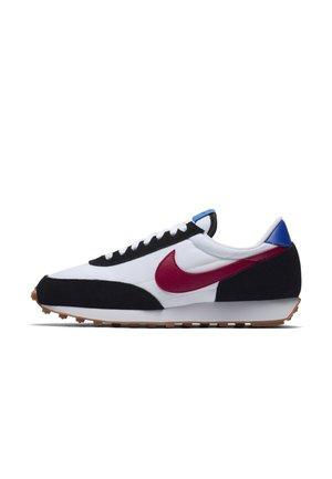 DAYBREAK - Sneakers laag - black/white/racer blue/noble red