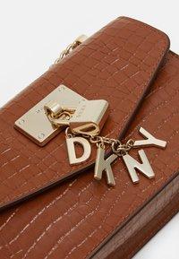 DKNY - ELISSA SHOULDER - Across body bag - caramel - 4