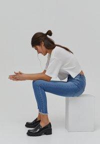 PULL&BEAR - SKINNY HIGH WAIST - Jeans Skinny Fit - blue - 3