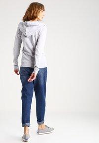 Zalando Essentials - Zip-up hoodie - light grey - 2
