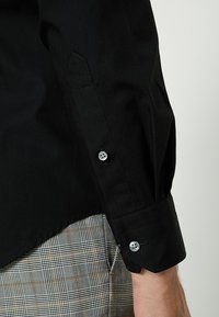 Tommy Hilfiger Tailored - CLASSIC SLIM  - Formal shirt - black - 3