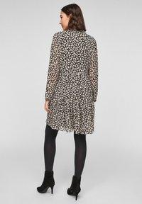 comma - MIT VOLANTS - Day dress - black dot love - 2