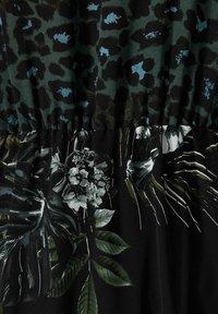Sara Lindholm by HAPPYsize - Maxi dress - schwarz/grün - 4