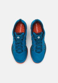 Columbia - VAPOR VENT - Hiking shoes - pool/red quartz - 3