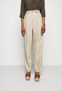 Claudie Pierlot - PATCHO - Spodnie materiałowe - beige - 0