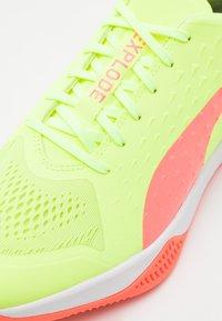 Puma - EXPLODE 1 - Handball shoes - nrgy peach/fizzy yellow - 5