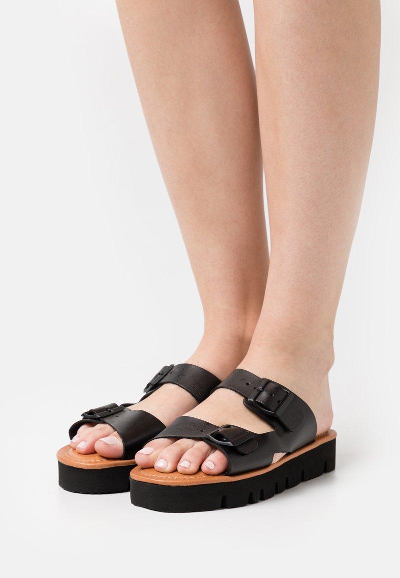 Grand Step Shoes - SUE - Mules - black