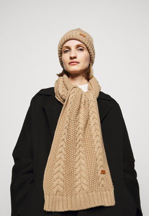 CABLE BEANIE SCARF SET - Scarf - camel