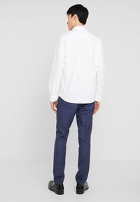 Selected Homme - SLHSLIMBROOKLYN - Business skjorter - white - 2