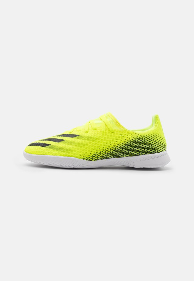X GHOSTED.3 IN UNISEX - Zaalvoetbalschoenen - solar yellow/core black/royal blue