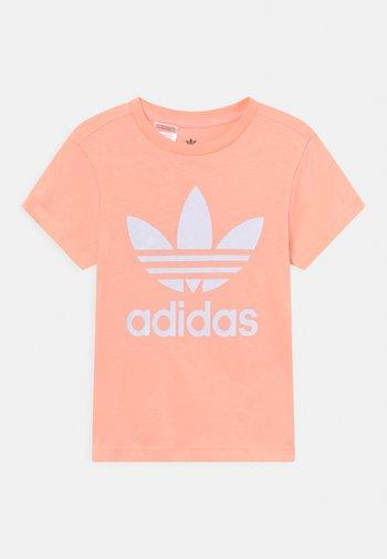 TREFOIL TEE UNISEX - Print T-shirt - haze coral/white