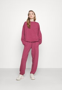 BDG Urban Outfitters - PANT - Joggebukse - raspberry - 1