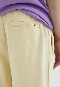 PULL&BEAR - Shorts - yellow - 5