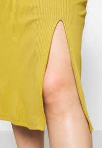 Zign Curvy - Shift dress - oliv - 4