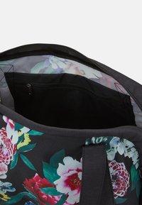 Nike Performance - GYM CLUB FEMME - Sports bag - black - 3