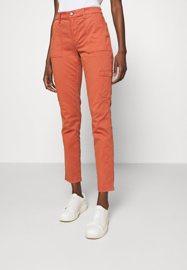 SLOAN UTILITY  - Pantalones chinos - copper clay