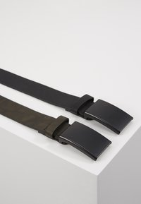 Pier One - UNISEX 2 PACK - Belt - oliv/black - 1