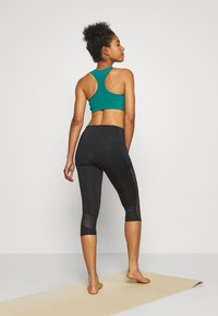 Hunkemöller - CAPRI - 3/4 sports trousers - black - 2