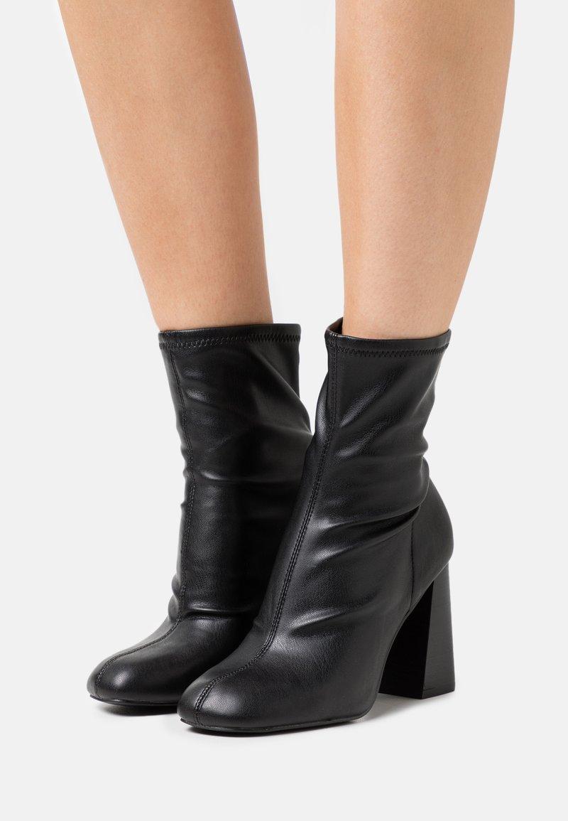 Topshop - BRODY STRETCH SOCK BOOT - Kotníkové boty - black