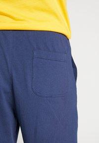 Nike Sportswear - CLUB - Shorts - midnight navy/white - 3